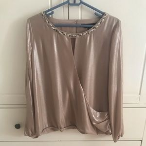 NWT Thalia Sodi Gold Metallic Jeweled V-Neck Large